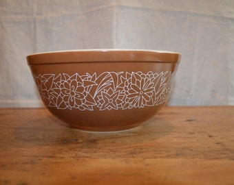 Vintage PYREX. Brown WOODLAND Pattern in a BOWL. # 403 2 1/2 Quart Size.