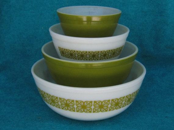 pyrex glass mixing bowl set round verde green 4 piece. Black Bedroom Furniture Sets. Home Design Ideas