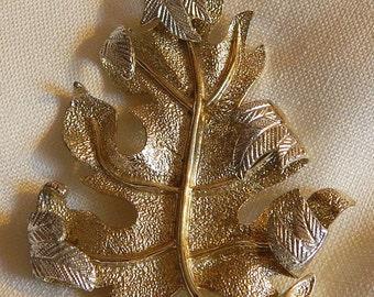 Vintage Sarah Conventry Leaf Brooch in Silver