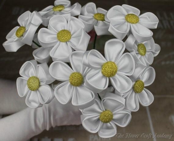 Articoli simili a Fiori di stoffa fai da te, Kanzashi tessuto fiore Maker, come fare fiori di ...