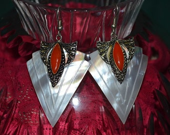 Beautiful Vintage Mother of Pearl  and Coral Carved shell earrings (1017129)