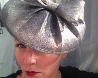 Structured fascinator on hairband