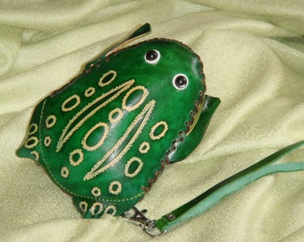 Frog shaped, genuine leather wristlet mini bag, Change/coin Purse, credit cards/id card holder, Jewelry Holder too, zipper closure,
