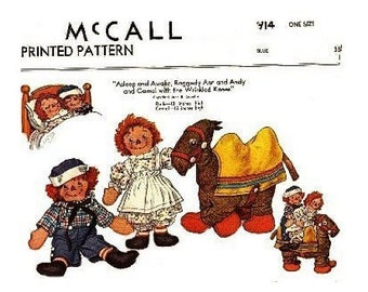 Raggedy Ann, Andy, and the Camel with Wrinkled Knees Pattern