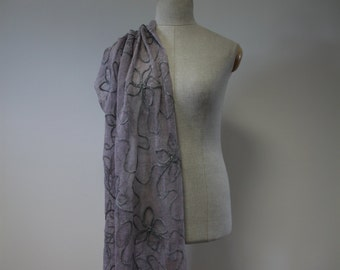 Very long shawl with flowers, 100% linen with grey wool string, romantic, delicate pink.