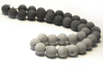 Concrete Ombre Pearl Necklace