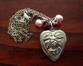 Heart and Rose Short-Chain Necklace