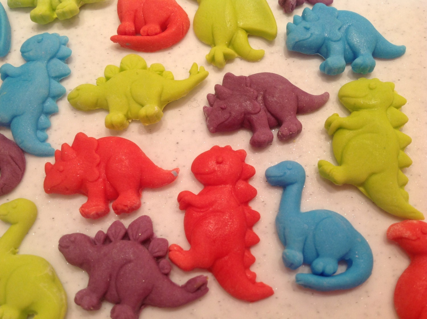 Dinosaur Cake Decorations Uk : 12 edible sugarpaste dinosaurs. Childrens party cupcake