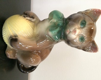 Royal Copley Kitten with Ball of Yarn Planter
