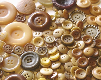 Vintage Buttons – 220 In Lot!