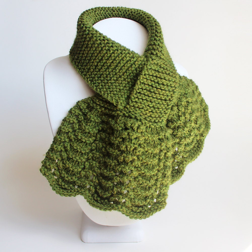 Green Keyhole Scarf. Small Muffler. Womens Pull Through Neck