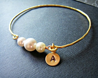 Personalized Gold stackable Pearl wire wrapped bangle, White Pearl bangle, Pearl Jewelry, simple pearl bracelet, Mother of the bride