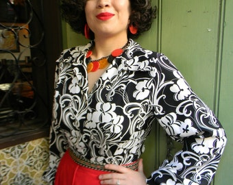Tropical Black and white floral 1940s style rayon long sleeve blouse with NOS 40s buttons XS or Small only last one