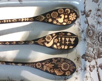 Custom 3 spoon set, wood burning ooak moth butterfly flower leaf bleeding heart lovebird design, hostess - dining and entertaining