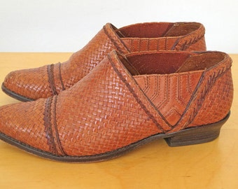 CUERO // woven leather heeled 1970s or 80s shoes