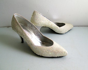 White Sequined shoes, pumps,  heels.  Vintage 1980. Size 6 B.  Ann Marino design.