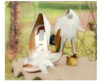 Wedding Shoe Clips. White Ivory Black Feathers Rhinestone. Bride Bridal Bridesmaid. Shower Gift. Statement Feminine Boudoir Burlesque Party