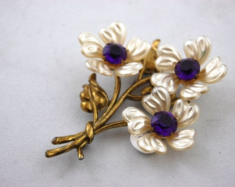 Huge 1940s Floral Brooch - Purple and White flowers // Brass Plastic Jewelry // Flower Pin