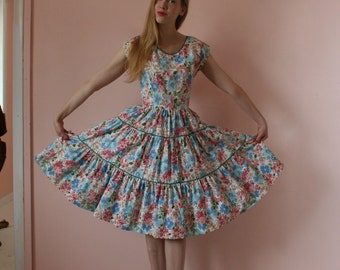 50's Patio Dress / Cotton Printed 50's Dress / Floral Summer Dress / Bridal Party Bridesmaid Dress / Size Small Fifties Dress