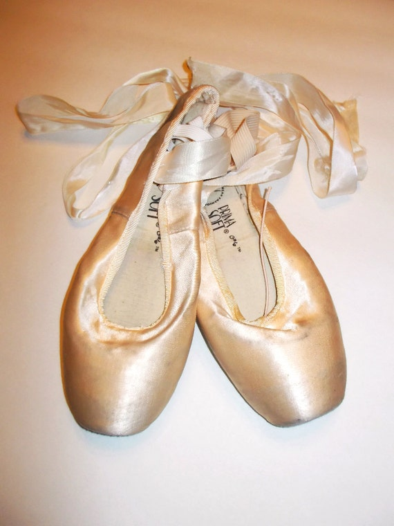 vintage pink satin ballet pointe shoes size 5 by vintythreads