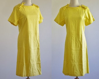 Vintage 60s Dress, 1960s Yellow Dress, Short Sleeve Shift Dress, Mod Dress, Bow Dress, Sunshine Yellow Spring Dress, Medium Large