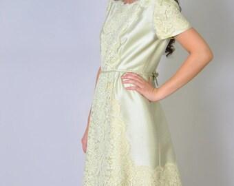 Vintage Dress 60s HARMAY Designer Raw Silk and Lace Shift Dress Pistachio Green Pastel Silk Dress M L