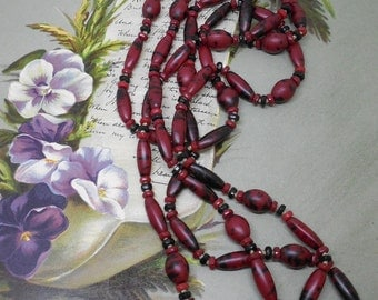 1920s Red & Black Flapper Bead Necklace