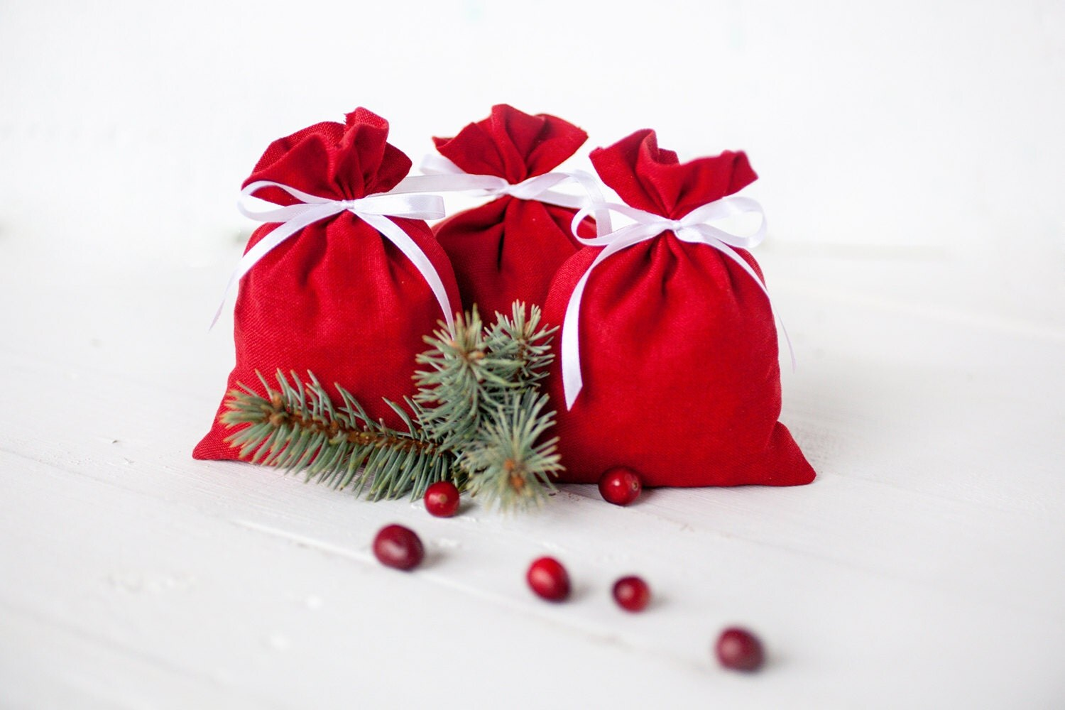 Red Wedding Gift Bags : Gift bags Wedding favours red linen gift bags set 10