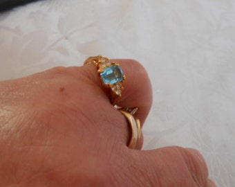 Vintage ring, blue topaz colored crystal ring, size 8 ring, dinner ring, elegant feminine ring, vintage jewelry