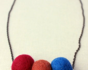 Dyed wool felt on chain statement necklace