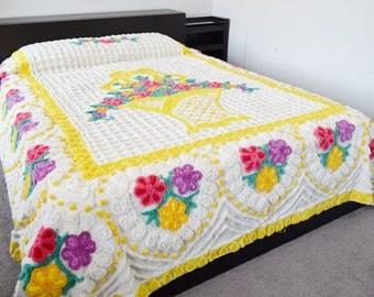 White & Yellow Chenille Bedspread Flowers Basket Hearts Purple Pink Full Queen 1950's
