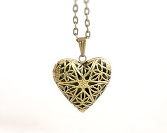 Star of Love - Vintage Style Antiqued Brass Romantic Heart Shaped Locket Necklace - Ideal Bridesmaids Gift - LN011