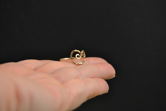 18k gold swirly curve and dots dainty petite ring