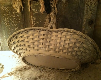 1940s harry david gift basket shabby chippy white woven wooden bottom . I adore these baskets nit I have quite a few lol