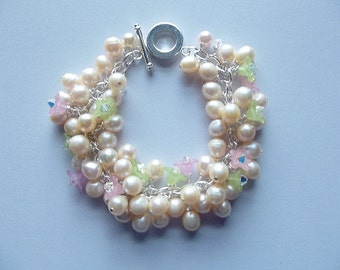Pearl and Crystal Bracelet, Chunky Bracelet, Flower Bracelet, Cultured Pearls, Spring, Mom Sister Jewelry, Mothers Day