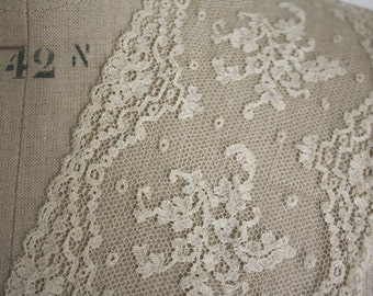 19th Century VALENCIENNE floral Lace // Ivory color //  Tuscany