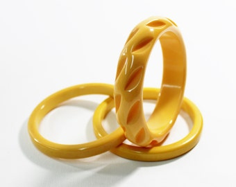 1930s bakelite bangles cream corn yellow chunky carved and flat sided stack set trio