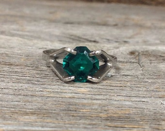 Vintage Silver Green Glass Ring