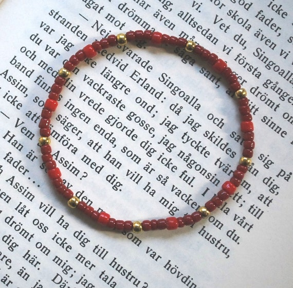 https://www.etsy.com/se-en/listing/167445171/brick-red-red-bracelet-stretch-opaque