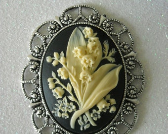 Ivory Lily Bouquet Flowers Antique Silver Brooch