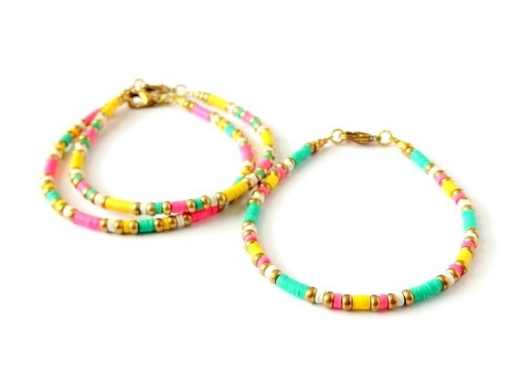 Ensemble de bijoux Bobo fluo Bracelet vinyle africain Perle Bracelet ,  jaune vert rose , bijoux Tribal Heishi Bracelet brésilien Bracelet Stacking