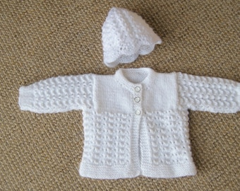 Baby jacket / cardigan / sweater and hat set in white.  Size: Newborn 7.5 lb (3.4 kg) (44cm - 50cm)