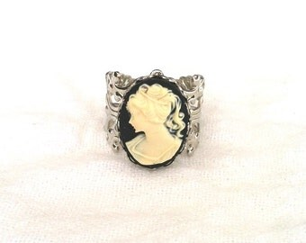Cameo Ring - Cameo Jewelry - Filigree Ring (BLACK and IVORY on Silver Filigree)