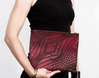 ILLUSION CLUTCH Red Leather