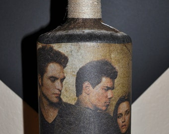 TWILIGHT NEW MOON characters Bella Jacob Edward on a lighted bottle for your Twilight fan! Great gift!  They will love this nightlight.