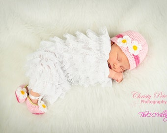 Pink crochet baby girl shoes and hat set, Crochet Baby Shoes and hat with white flowers