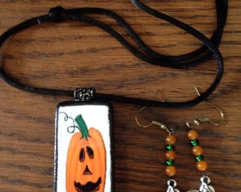Domino Halloween earring and necklace .
