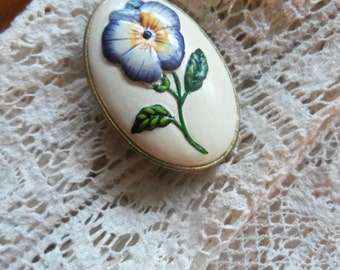 Pretty Vintage Hand Painted Pansy Brooch