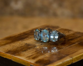 Vintage ring with blue Topaz stones 6.5