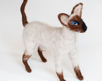 Needle Felted Cat, Siamese Cat Portrait / Figurine, Animal Art Sculpture, Tonkinese cat, Handmade cat, Needle felted animal